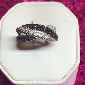 Great sterling silver ring Black and White